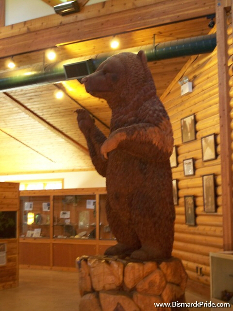 Sculpture of Clyde, once the largest Kodiak bear in captivity.