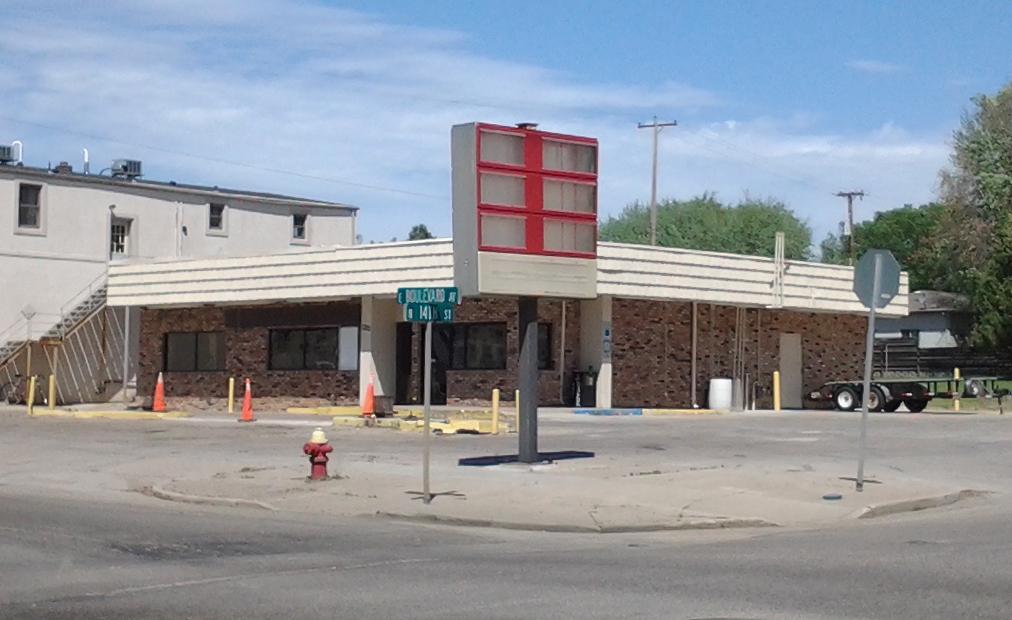 Boulevard Best Stop Store in 2014